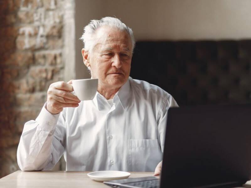 会社で指示待ちのシニア世代……自発的に動けない理由とは