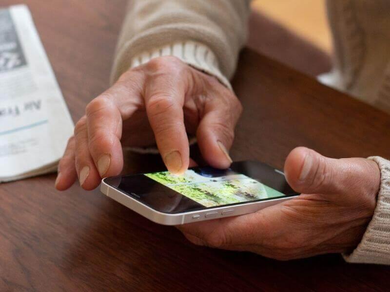 高齢者のネット利用と目的   シニアのネット利用率は80%以上!?
