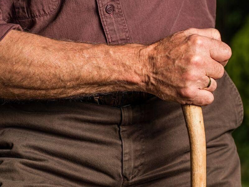 杖が救うかもしれない高齢者の命